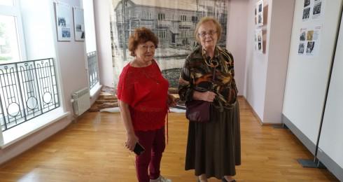 У нас в музее почетные гости — потомки первостроителей – Бутовская Клара Михайловна, и Новгородская Людмила Яковлевна.