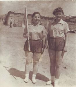 Алексеева Анна Петровна (справа) в день 7-летия г. Комсомольска-на-Амуре. 12.06.1939 г.