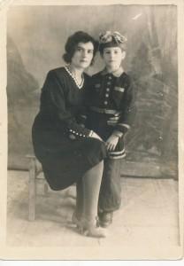 Хетагуровка Клавдия Ивановна Кузовкина-Богатырёва с дочерью Риммой.1948 г.