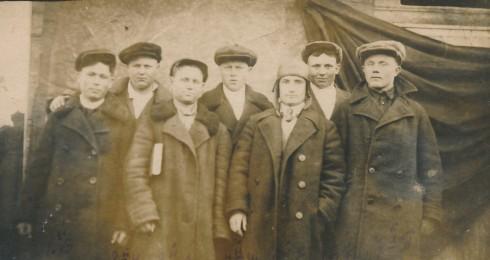 Группа комсомольцев, приехавших из г. Енакиево, Донбасс по призыву ЦК ВЛКСМ 1934 г.